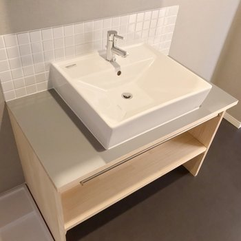 【1階】大工さん手作りの洗面台!毎日の支度も気分上がります。