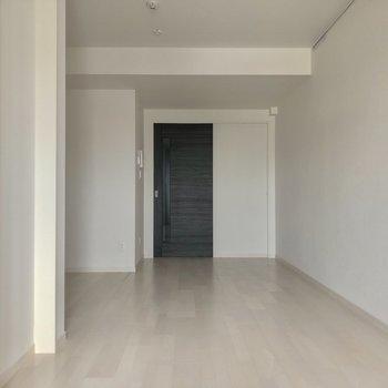 左には…※写真は3階の反転間取り別部屋のものです