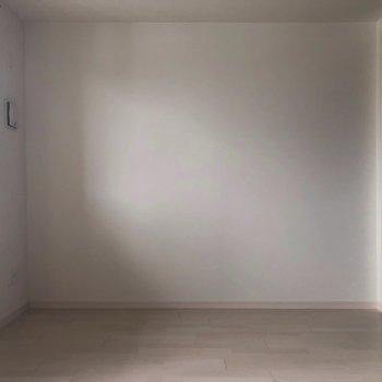 こちらは寝室にしましょう。※写真は3階の反転間取り別部屋のものです
