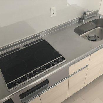 お料理が捗りそうです。※写真は3階の同間取り別部屋のものです※キッチンの建具の色が異なる可能性があります