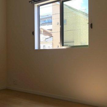【洋室6帖】こちらは2階のもう1室。※写真は1階の反転間取り別部屋のものです