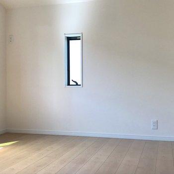 【洋室6帖】収納が充実したお部屋なので、丸ごと収納部屋としての利用もアリです。※写真は1階の反転間取り別部屋のものです