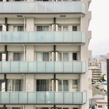 眺望はお向かいのマンション。