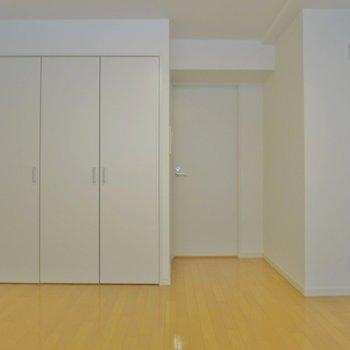 2階】収納はこちら ※写真は同間取り別部屋のものです。