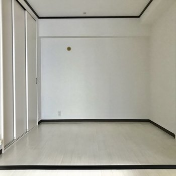 寝室】こちらはベッドを置いて寝室にしましょう ※写真は同間取り別部屋のもの