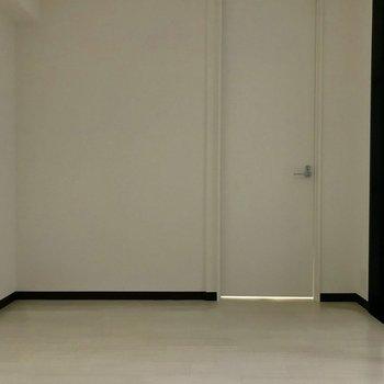 寝室】内装はまっしろまっしろ ※写真は同間取り別部屋のもの