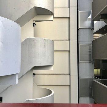 眺望は残念ながらマンションです… ※写真は同間取り別部屋3階のもの
