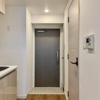 ややコンパクトな玄関です※写真は4階の同間取り別部屋のものです