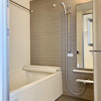 浴室乾燥機付きの浴室も十分な広さがあります。