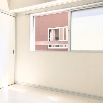 【洋室4.5帖】こちらのお部屋も明るいです
