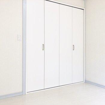 【洋室4.5帖】ダイニングルームとして使うと良さそう