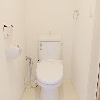 トイレは脱衣所を兼ねてますよ。