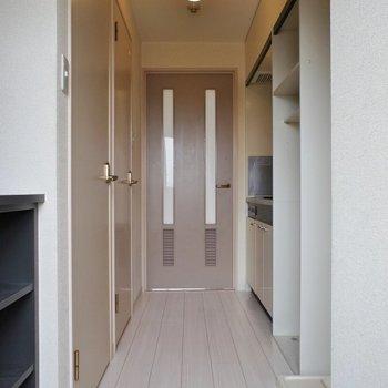 洋室とキッチンの間にはやはり扉があったほうがいいですね♪(※写真は3階の別部屋、同間取りのものです)