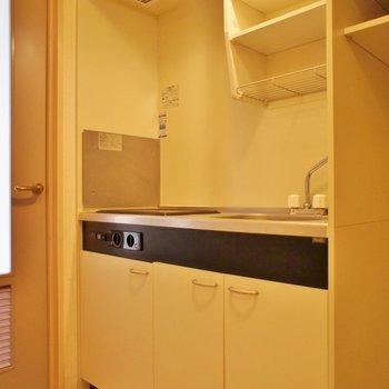 IH2コンロのシステムキッチン(※写真は3階の別部屋、同間取りのものです)