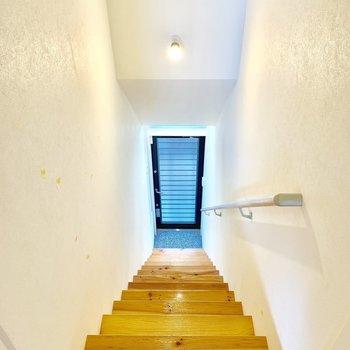 階段まで、無垢......。ステキだ。