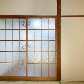 【和室3帖】紅葉柄のすりガラスが可愛い感じに◯