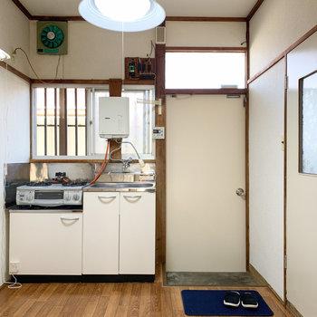 【キッチン】キッチンは3.5帖ほどあるのでゆったりしています。