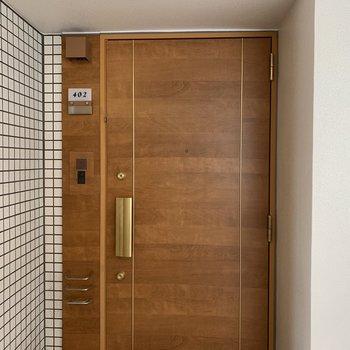 この玄関扉に惚れ惚れしちゃいます…!