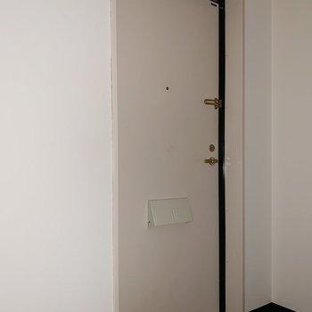 スタンダードな玄関です