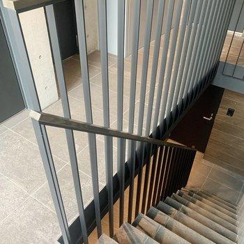 階段は幅が狭め