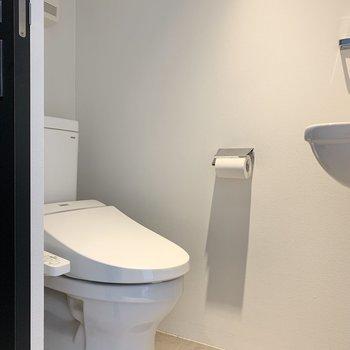 トイレは玄関すぐにあります