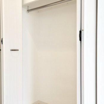 クローゼットは一人分にいいサイズ感。※写真は7階同間取り・別部屋のものです。