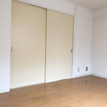 白を基調としたお部屋。