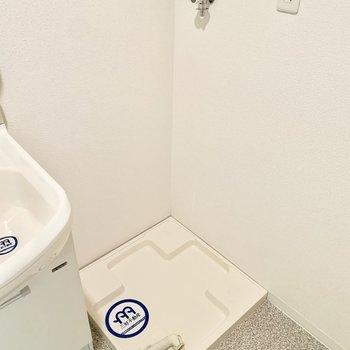 右隣には洗濯機置けます。
