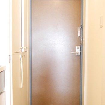 ブラウン基調の玄関がかわいいんです※写真は同間取り別部屋