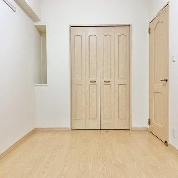 【洋室6.2帖】クローゼット横のスペースには植物でも飾ろうかな
