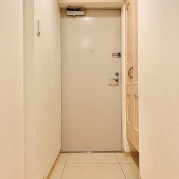 玄関は2人ぐらい同時に入れそう