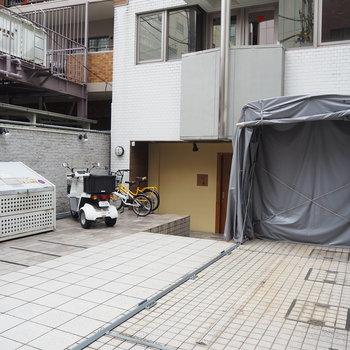 駐輪場とバイク置き場も付いています
