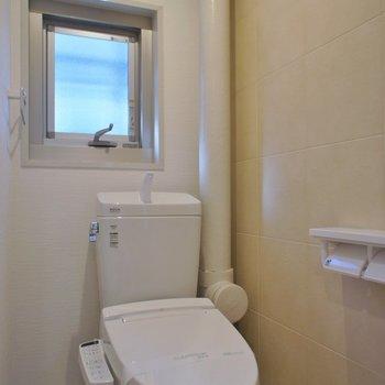 おトイレは窓付き