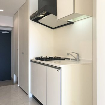 手前のスペースには冷蔵庫が置けます。