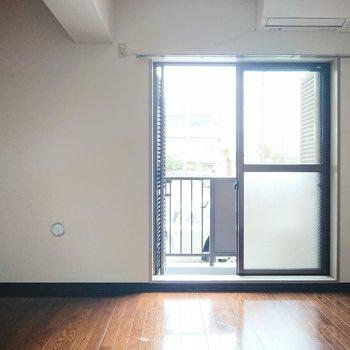 横に広がっているお部屋です。