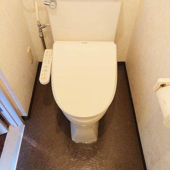個室のトイレは落ち着きますね。