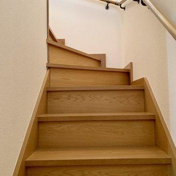 大きい荷物の際は階段幅のご確認を。お次は2階へ。