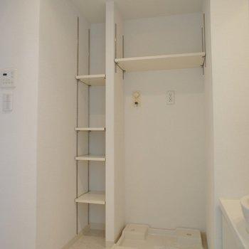 洗面所の収納も嬉しいです。※写真は714号室のもの