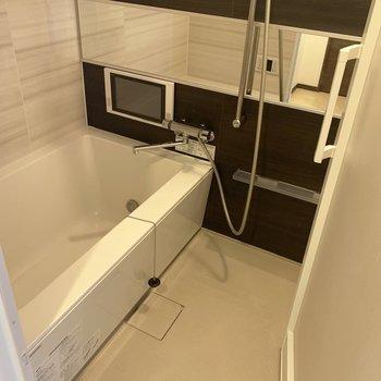 おお!テレビが見れる。ついつい長風呂〜(※写真は3階の同間取り別部屋のものです)
