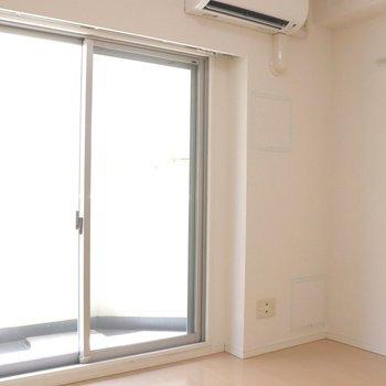 壁際にベッドかな※写真は3階の同間取り別部屋のものです
