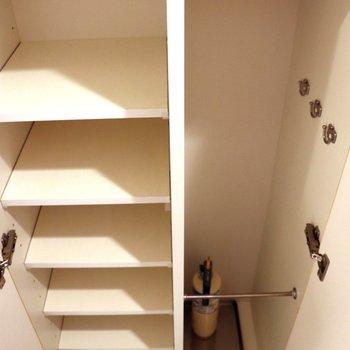 シューズボックスには傘もしまえますよ※写真は3階の同間取り別部屋のものです