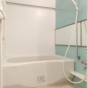 湯船も広く、快適そうなお風呂です。