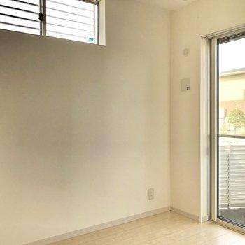 角部屋で高い位置に窓あります!