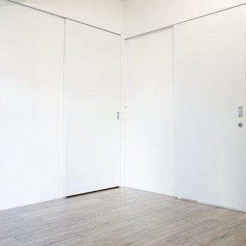 もう1室の洋室。こちらの方が少し広め
