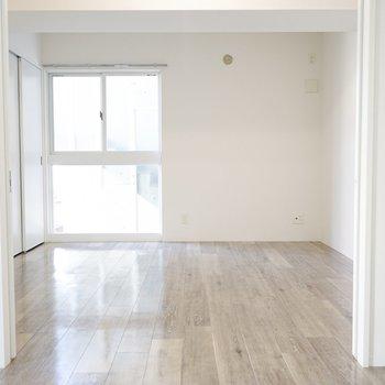 2つの洋室は繋がるので、広々と使うこともできます