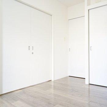 他にも洋室が2室あります。白に囲まれて、癒される