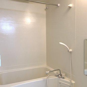 浴室乾燥機も新設です。