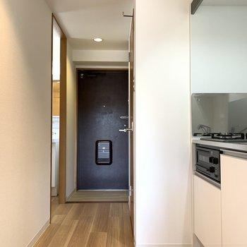 キッチンと水回りと玄関。