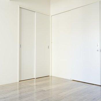 もう片方の洋室。こちらは少し広めなので寝室にできそう