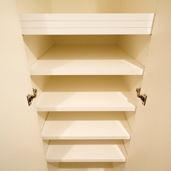 シューズボックスは棚の高さを変えられて便利